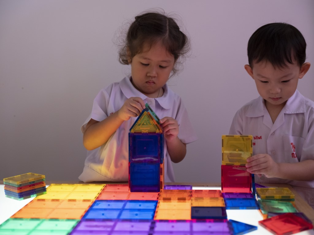 Sensory Play หน่วยสีและรูปทรง