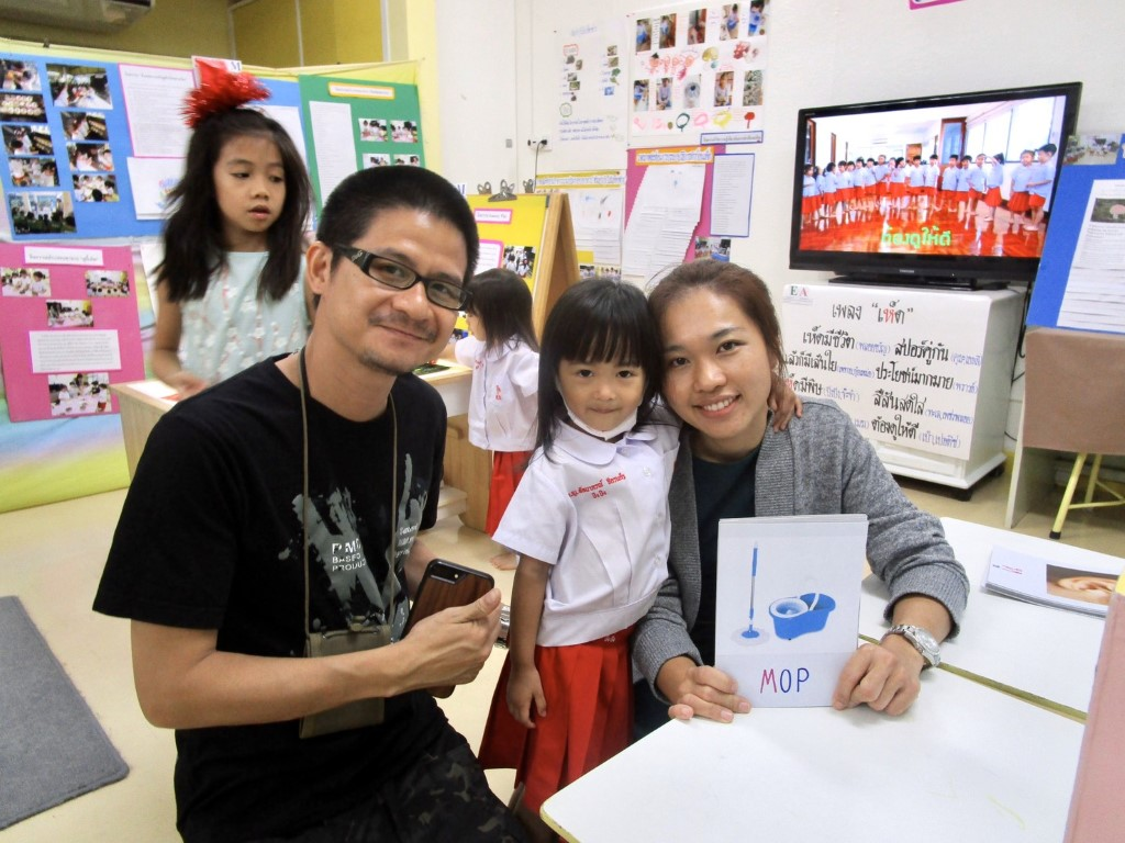ผู้ปกครองเยี่ยมชมนิทรรศการ Project Approach เรื่องเห็ด