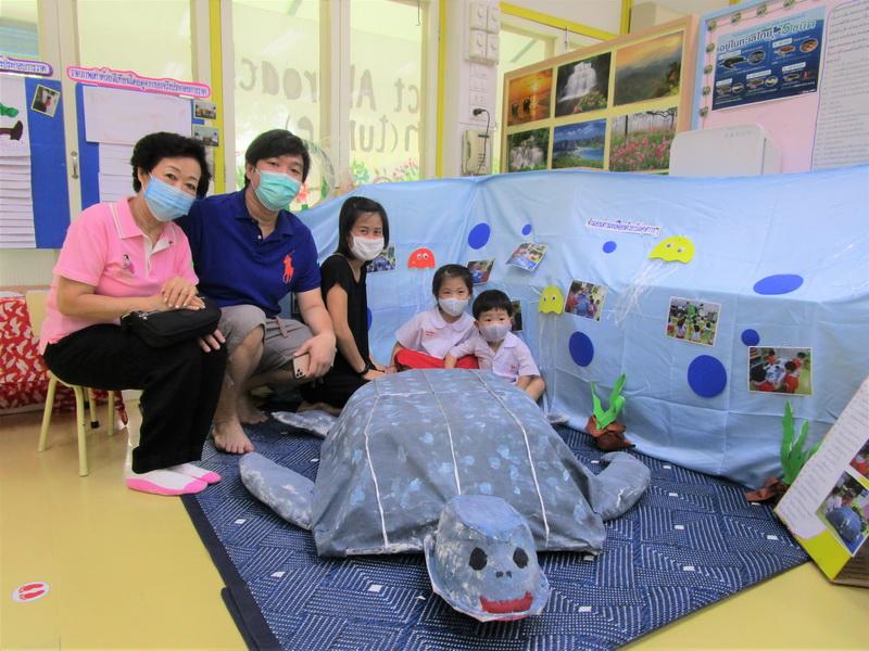 ผู้ปกครองเยี่ยมชมนิทรรศการ Project Approach เรื่องเต่า